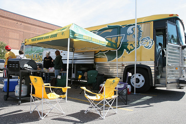 These are the Cadillacs of tailgating flagpoles. It takes less than a minute to have these set up from less than five feet to ... & Bison Tailgating Gear For Sale!!!!